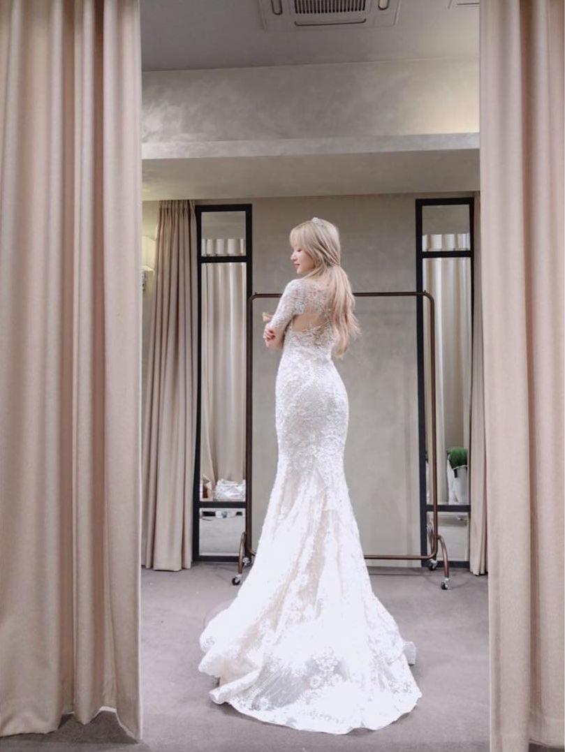 Exidハニとソユ ウェディングドレス姿を披露 デバク