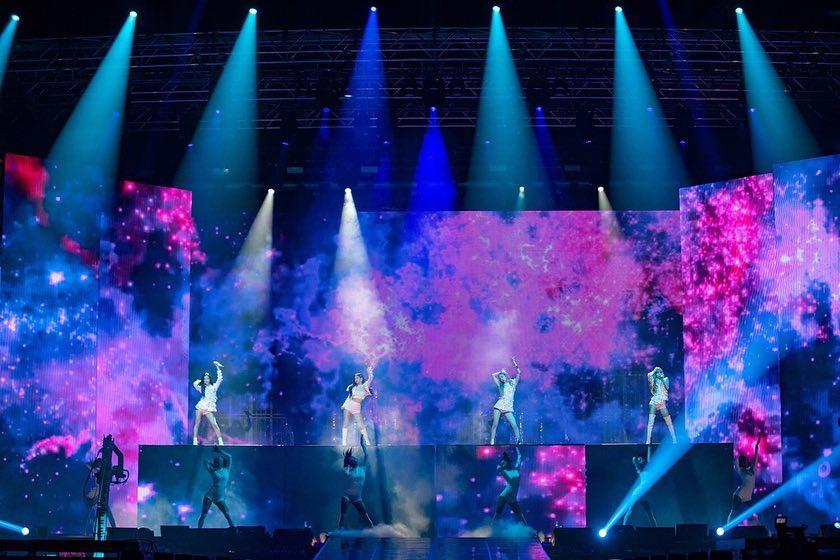 TWICEのモモ\u0026ナヨン、Red Velvetのイェリ\u0026スルギ \u2013 BlackPinkのコンサート会場で目撃される