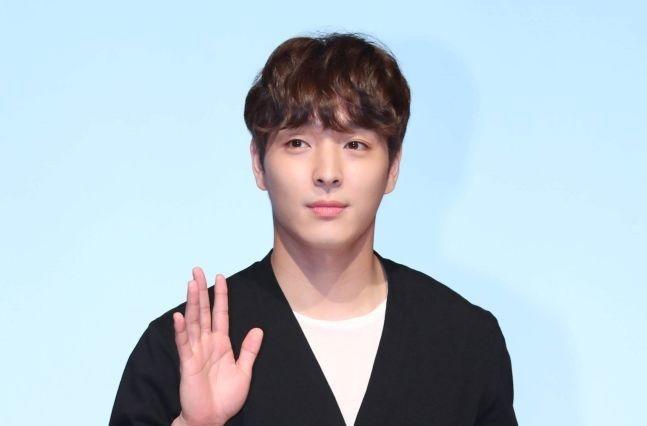 Choi Jong Hoon Hd: FNC「チェ・ジョンフン、FTIsland脱退+芸能界引退を決定」